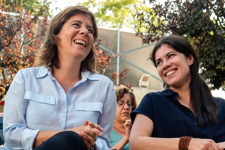 A Coordenadora Nacional do Bloco de Esquerda, Catarina Martins (E), acompanhada por Mariana Mortágua