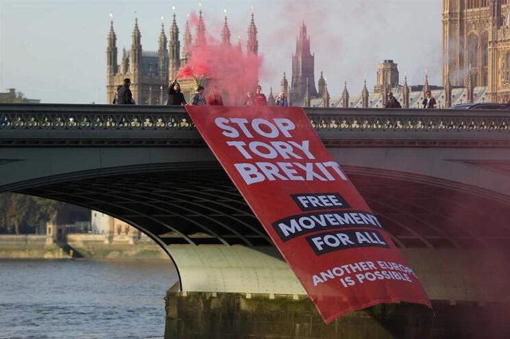 Milhares nas ruas de Londres contra o Brexit