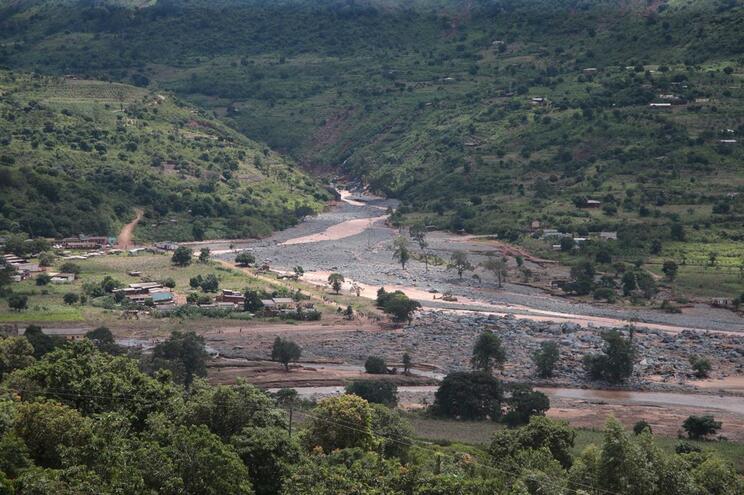 """Ciclone afetou """"gravemente"""" campo com 19 mil refugiados no Zimbabué"""