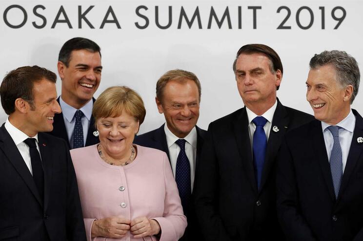 Macron acusa Bolsonaro de mentir e diz-se contra o acordo UE-Mercosul