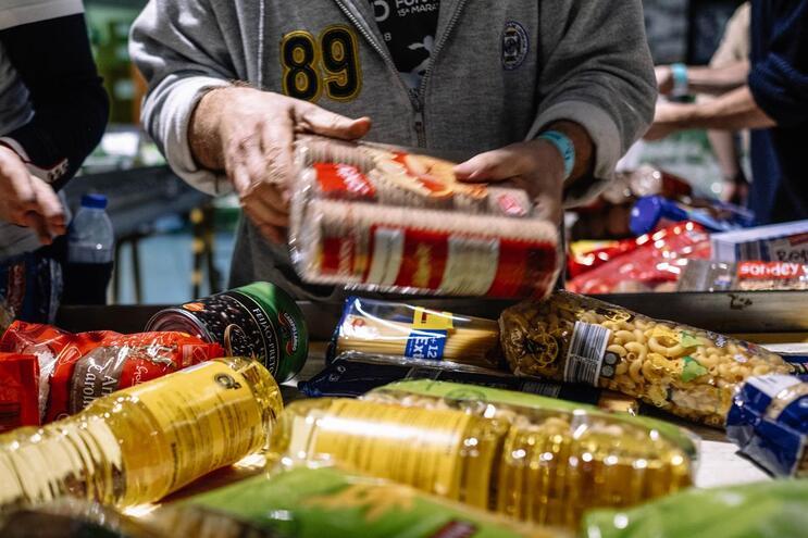 Banco Alimentar apoia 2400 instituições sociais em todo o país.  ( Igor Martins / Global Imagens )