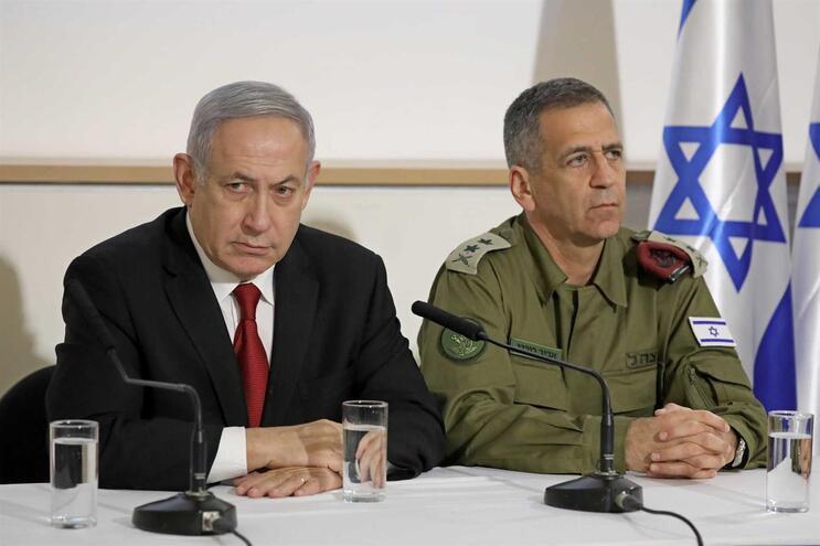Primeiro-ministro israelita, Benjamin Netanyahu, e Aviv Kochavi, chefe do Estado-Maior das Forças de