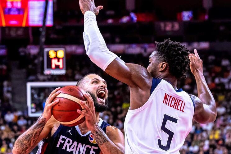 Evan Fournier e a França impuseram a primeira derrota aos Estados Unidos em 13 anos