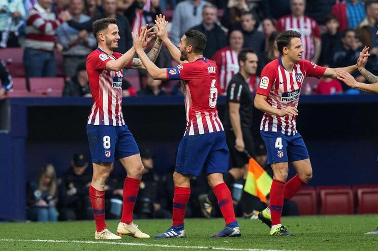 Atlético de Madrid vence e mantém diferença de sete pontos para o Barcelona