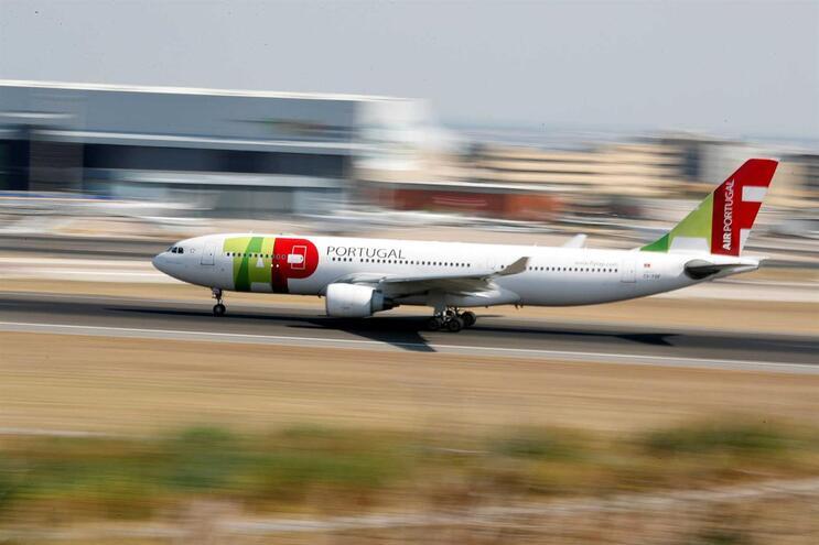 Avião da TAP interrompe descolagem em Bilbau após embater contra águia