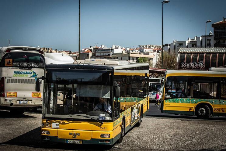 Empresas aumentam horários com redução de passes na região Oeste para Lisboa