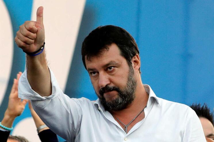 Matteo Salvini investigado em Itália por uso abusivo de aviões oficiais