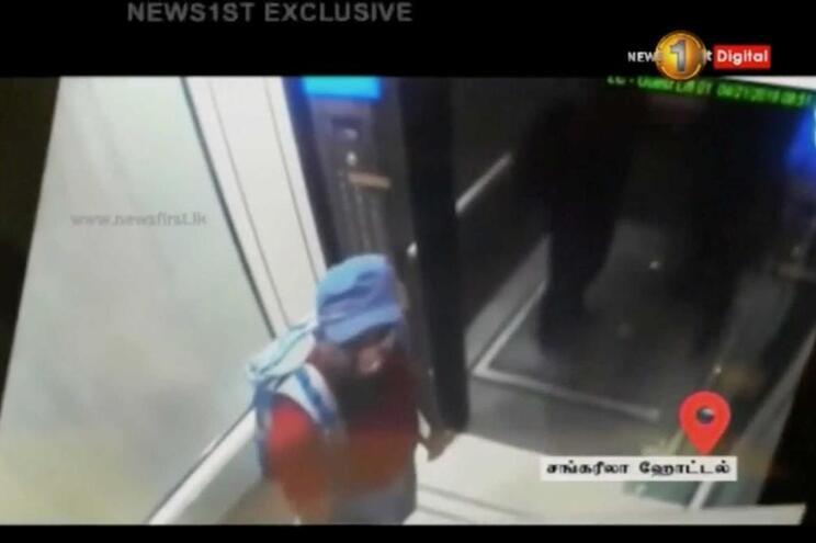 Um dos atacantes filmado no elevador do hotel Shangri La, em Colombo, no Sri Lanka