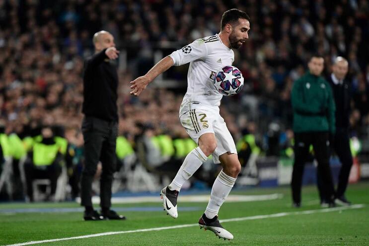 Carvajal e a os futebolistas espanhóis exigem suspensão de todos os campeonatos