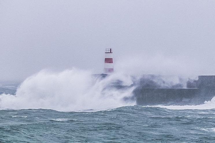 Previsão de vento forte com rajadas até 120 quilómetros por hora e ondas até oito metros