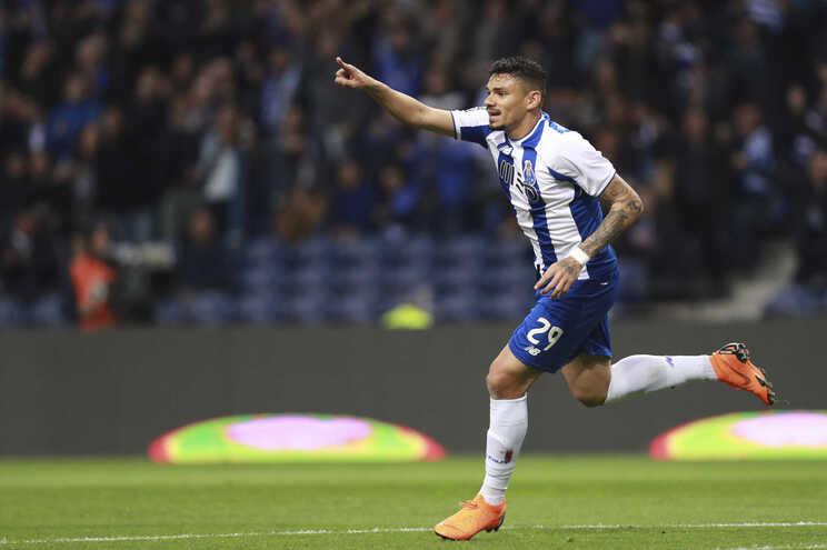 Soares marcou dois dos cinco golos do F. C. Porto