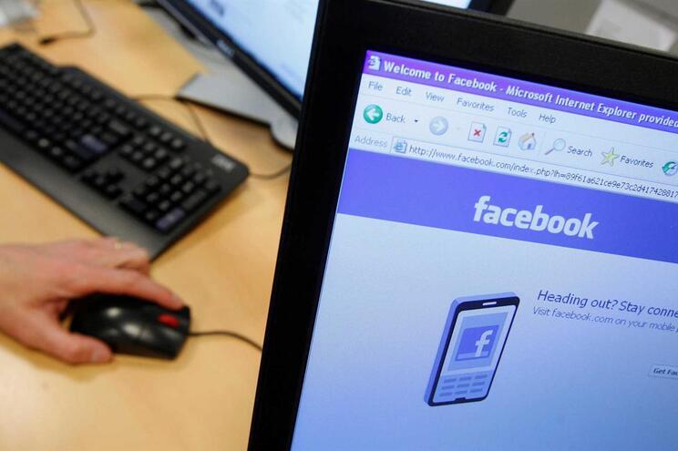 Matou a ex-mulher mas manteve-a viva no Facebook durante meses