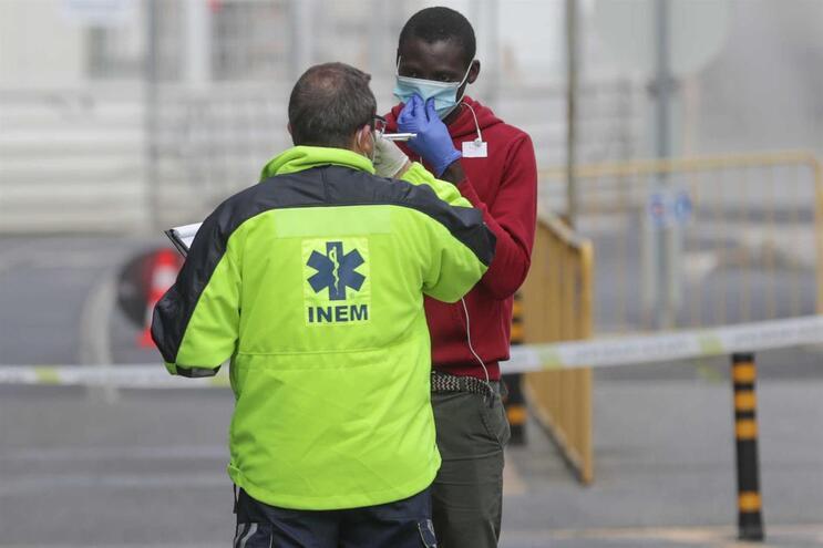 Foram detetados 1598 casos de pessoas febris em mês e meio