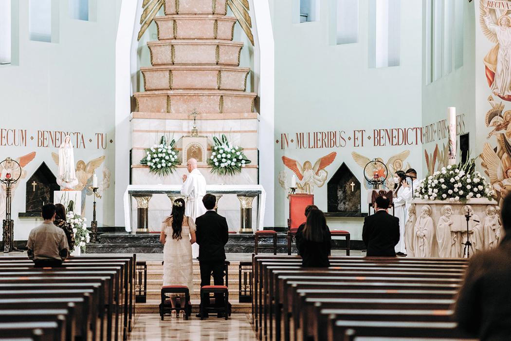 Os poucos presentes na igreja cumpriram as normas impostas pela DGS