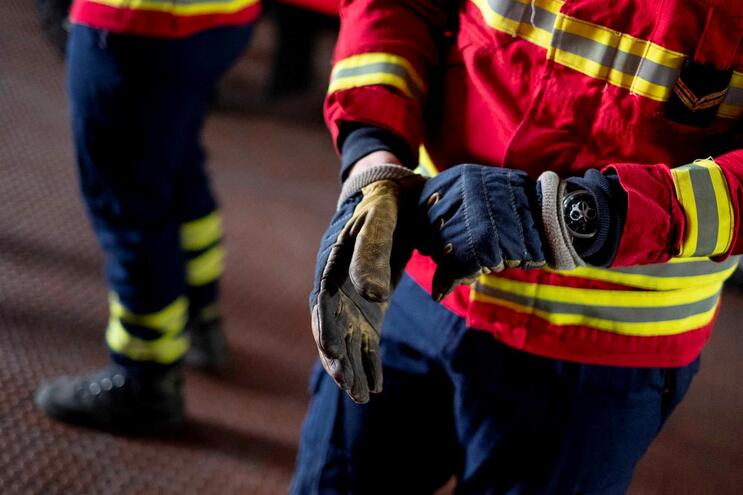 Três bombeiros com Covid-19