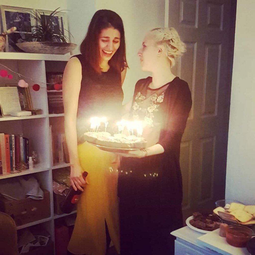 Reacção da aniversariante ao bolo
