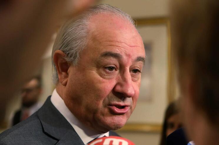 Se fosse primeiro-ministro, o ministro da Defesa já teria saído, diz Rui Rio