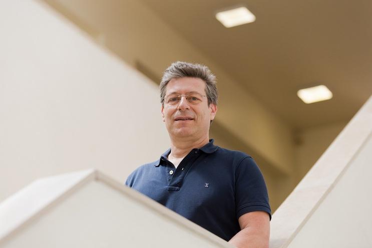 João Veloso, investigador do Instituto de Nanoestruturas, nanomodelação e nanofabricação e diretor do