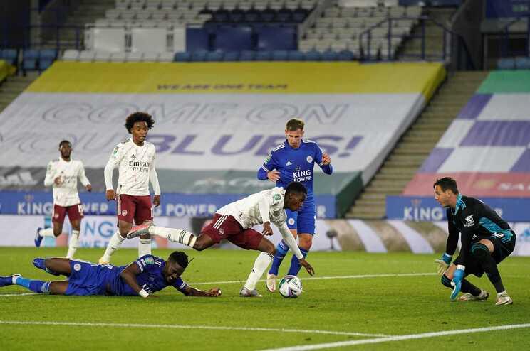 Eddie Nketiah apontou o segundo golo do Arsenal na vitória por 2-0 sobre o Leicester para a Taça da Liga