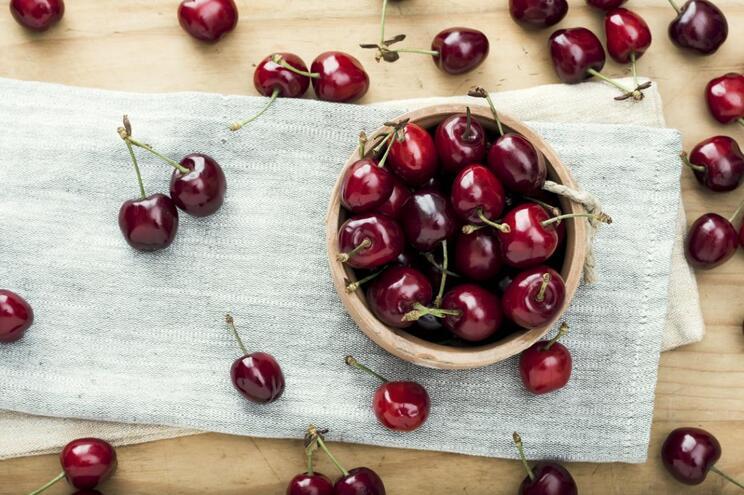Abra a época das cerejas com esta sobremesa fit