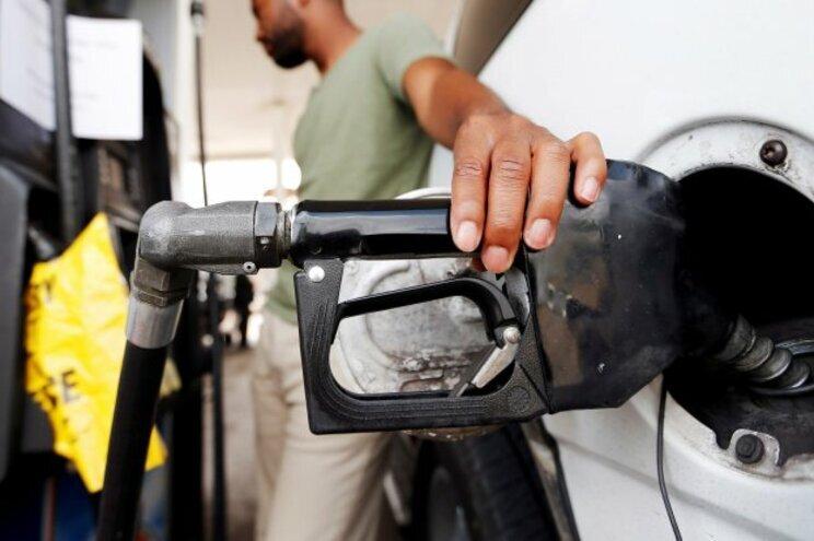 Atestar com gasolina vai custar mais 100 euros por ano