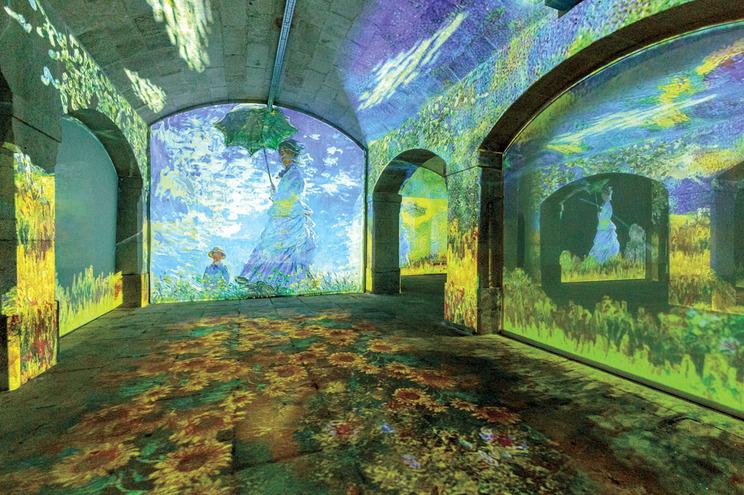 """""""O Passeio, Mulher com Sombrinha"""", a obra mais conhecida do impressionista francês Claude Monet"""