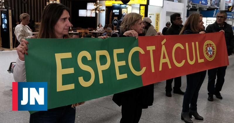 Seleção portuguesa de andebol recebida com fortes aplausos na chegada a Lisboa