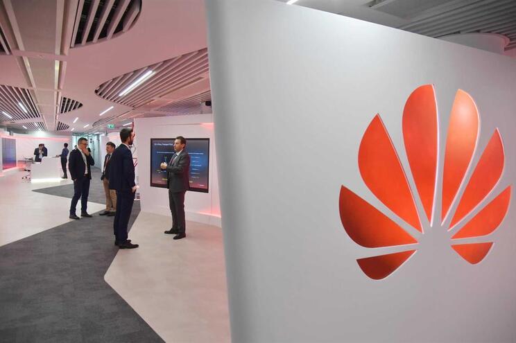 Empresas como Intel e Qualcomm juntam-se à Google no boicote à Huawei
