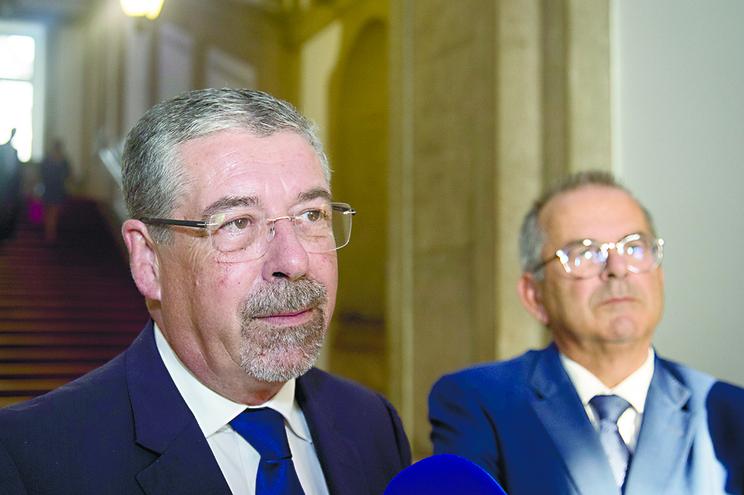 Manuel Machado, presidente da ANMP, e Carlos Miguel, secretário de Estado das Autarquias Locais