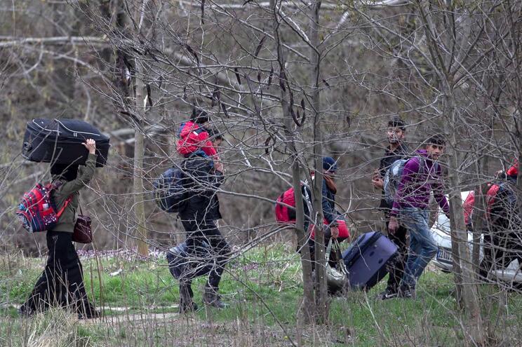 Refugiados continuam a tentar na Europa através da Grécia