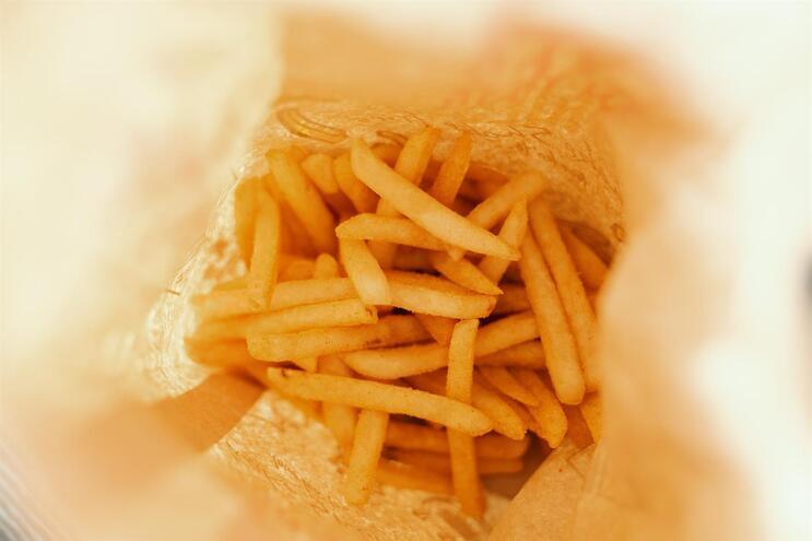 """Jovem perde visão e audição por só comer """"junk food"""""""