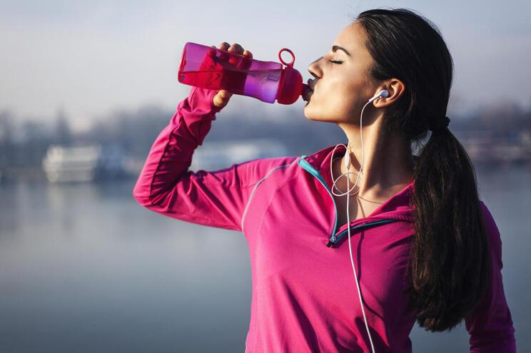 Estas 3 bebidas (que tem em casa) ajudam a perder peso