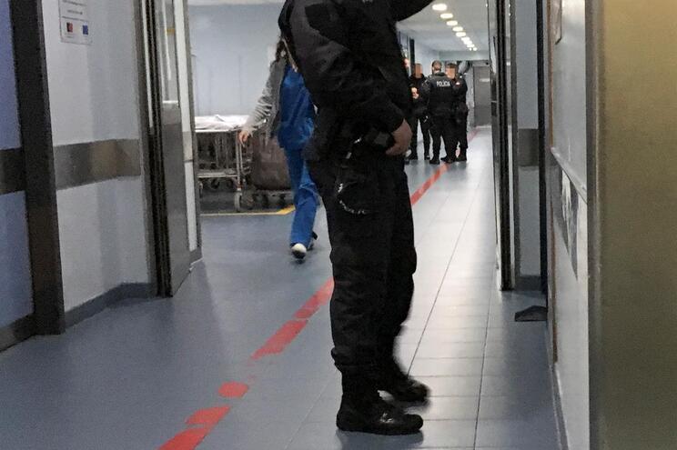 Polícia no Hospital de São João, no Porto