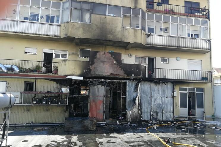 Incêndio em restaurante de Oliveira de Azeméis faz três feridos