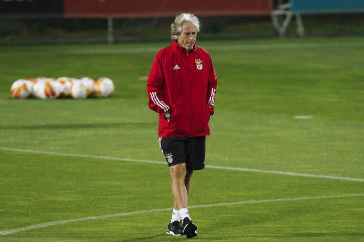 Ferreyra avança no onze do Benfica contra o Paredes