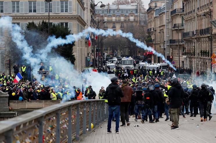 """Nível de segurança """"considerável"""" no próximo protesto dos coletes amarelos"""