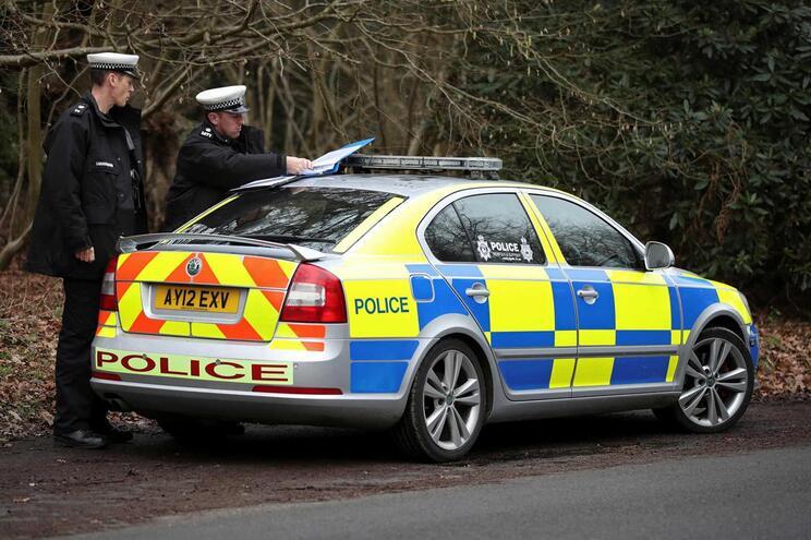 Pacote suspeito encontrado junto ao parlamento no Reino Unido