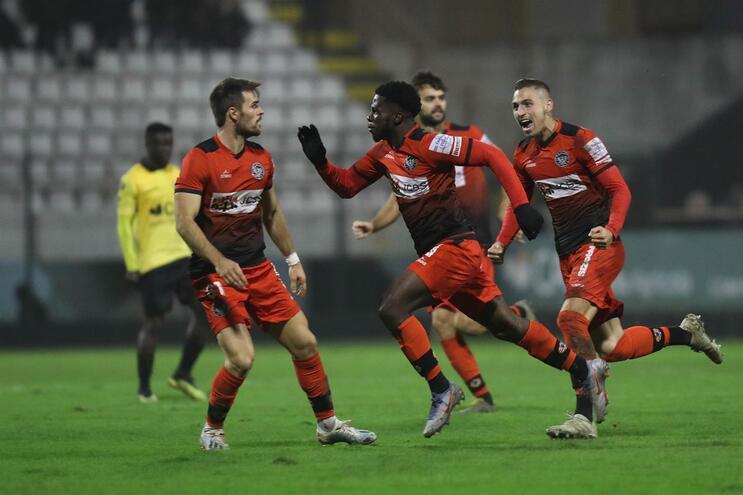 Varzim vence Loures com golo no suspiro final