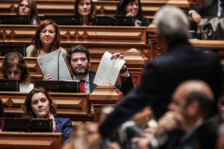Ventura desafia Costa a dizer se tem precários no gabinete