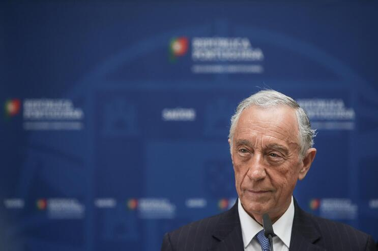 Marcelo promulga apoio extraordinário à retoma mas preferia prolongamento do lay-off simplificado