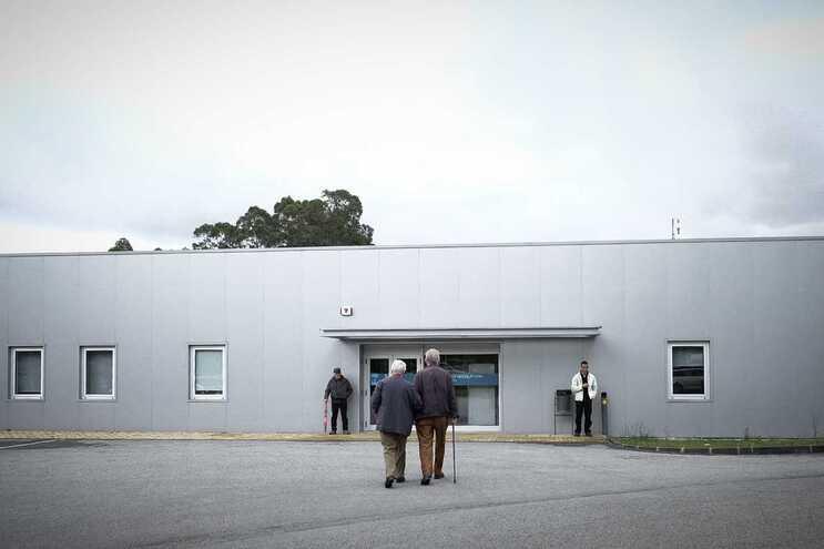 O homem foi transportado para o hospital Santos Silva, em Gaia  (imagem de ilustração)