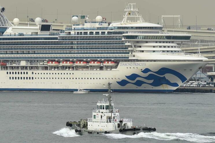 Um tripulante português ficou infetado pelo coronavírus no navio cruzeiro Diamond Princess, no Japão