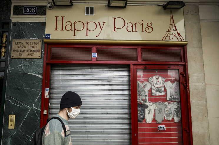 Governo francês anunciou novas restrições para conter a pandemia