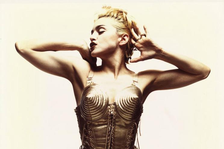 Em 1990, o corpete com sutiã em forma de cone, desenhado por Jean Paul Gaultier para Madonna, fez furor.