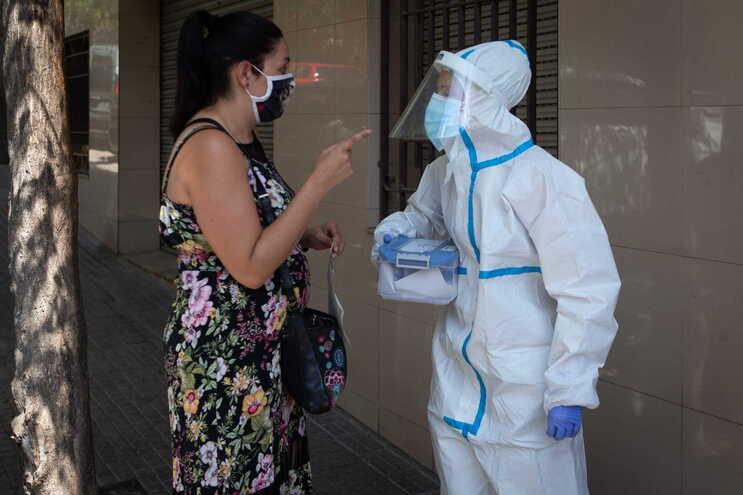 Mais de 1100 novos casos de covid-19 registados num dia em Espanha
