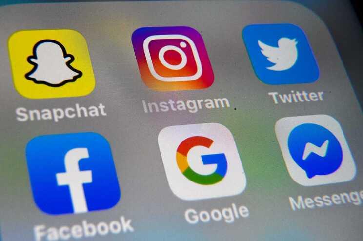 Redes Sociais e serviços de mensagens privadas utilizados para distribuir informação falsa