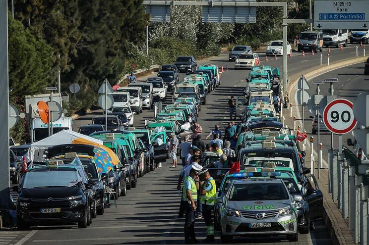 Federação admite convocar taxistas de todo o país