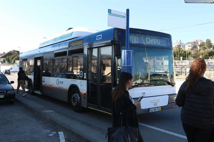 Suspensa validação de bilhetes nos autocarros e circulação nos elétricos do Porto