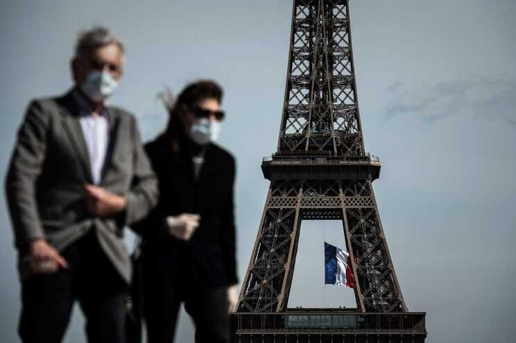 A decisão de tornar o uso de máscara obrigatório nas áreas mais frequentadas foi tomada com base nas