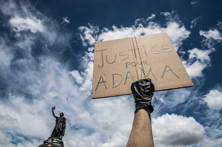 """""""Justiça para Adama"""", numa manifestação em Paris"""